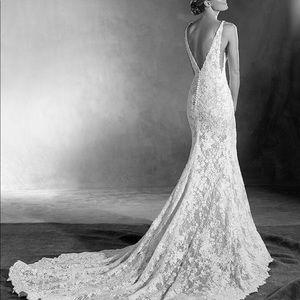 Never worn Estela Pronovias Wedding Dress